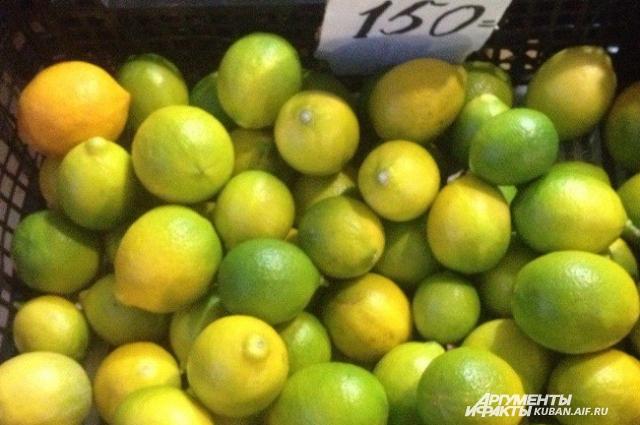 Килограмм лимонов стоит 250-300 рублей.