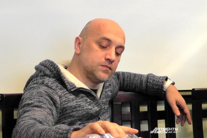 Отношения с братскими славянскими странами складываются непросто, - считает Захар Прилепин