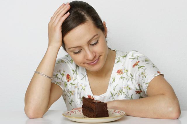 Торт, диета, девушка