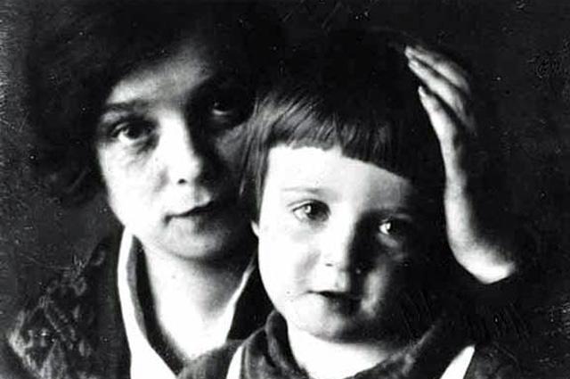 Надежда Вольпин с сыном