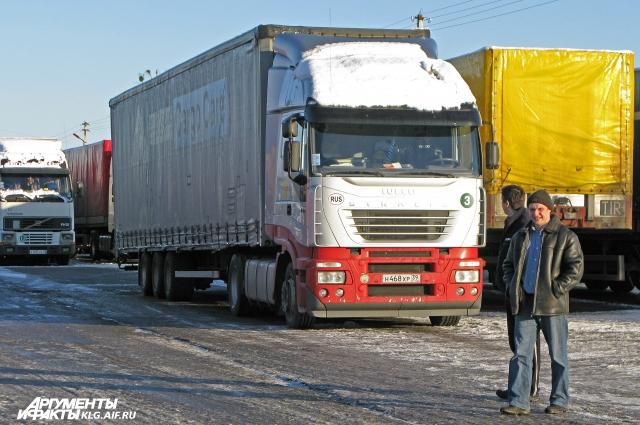 Каждый год владельцы транспортных компаний ждут решения политиков - договорятся или нет о дозволах.