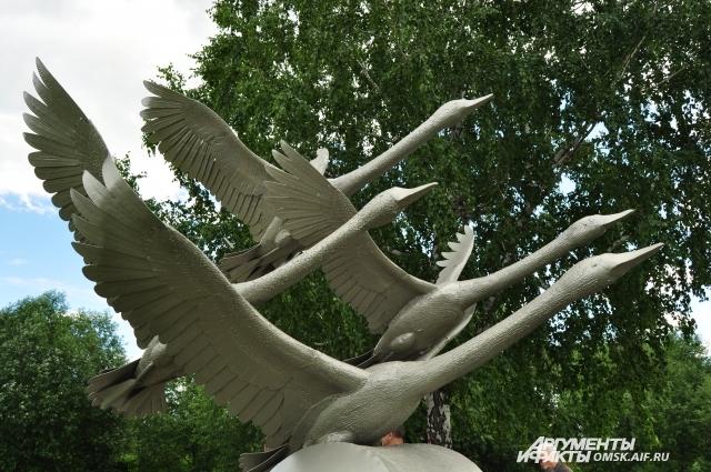На этот раз птиц сделали из металла.