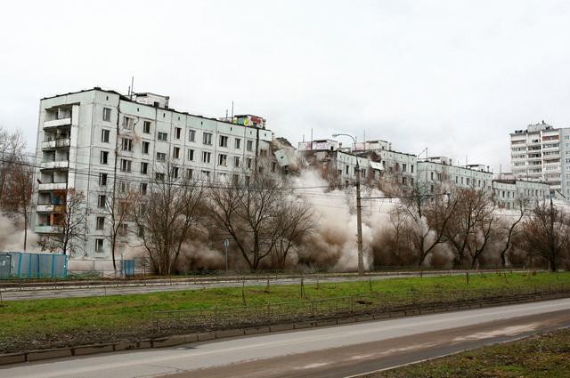 Снос фенольного дома в Метрогордке