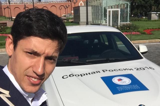 С автомобилем BMW X4, подаренным  Фондом поддержки олимпийцев.