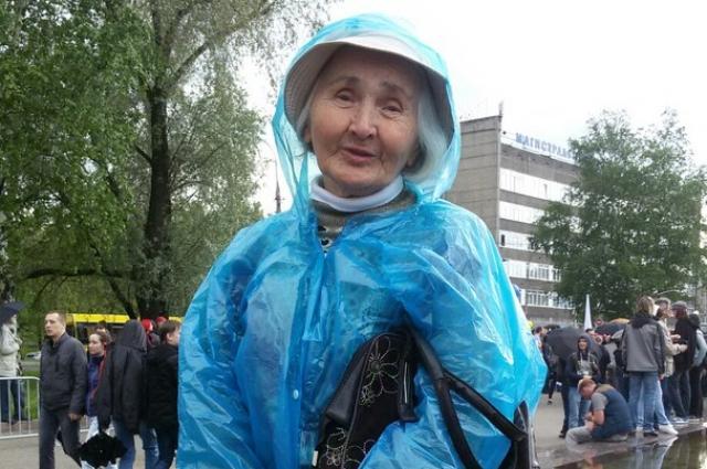 77-летняя Алевтина Ивановна Жигулёва приехала из Лобаново к 13 часам, так как боялась пропустить начало митинга.
