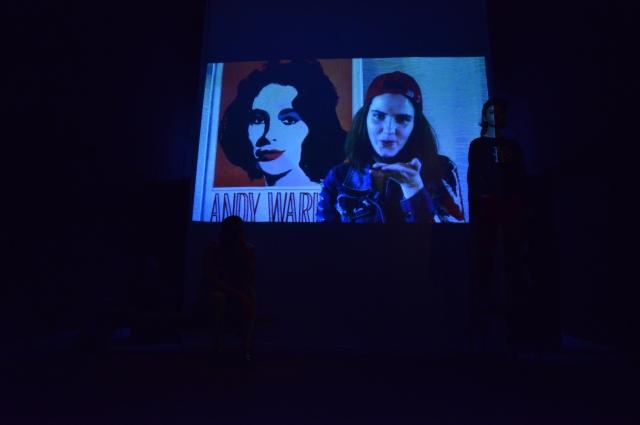 Видео записали и показали на экране.