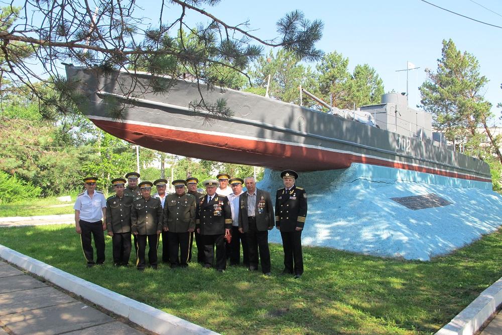 памятник морякам-амурцам