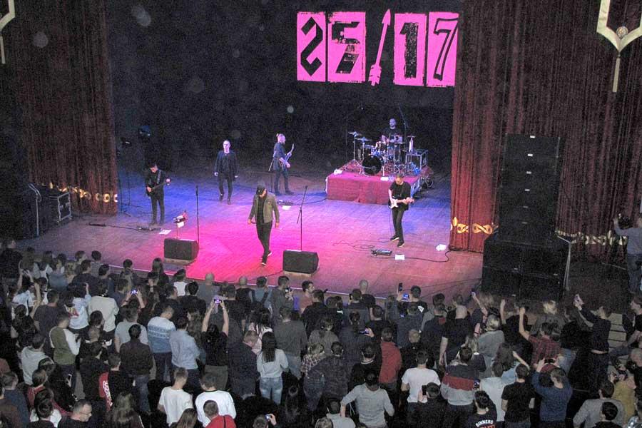 Концерт группы «25/17» стал подарком к празднику.