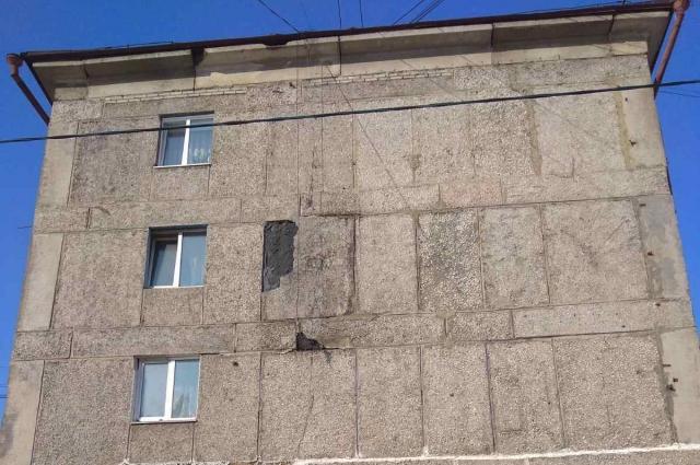 Бетонная плита на 4 этаже вспучилась и продолжает разрушаться.