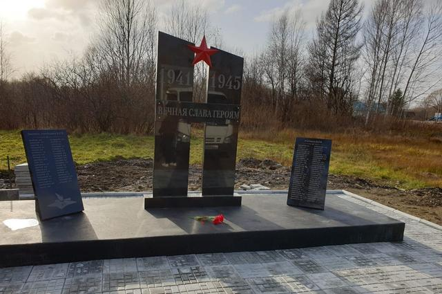 Новый памятник установили в центре поселка Обор.
