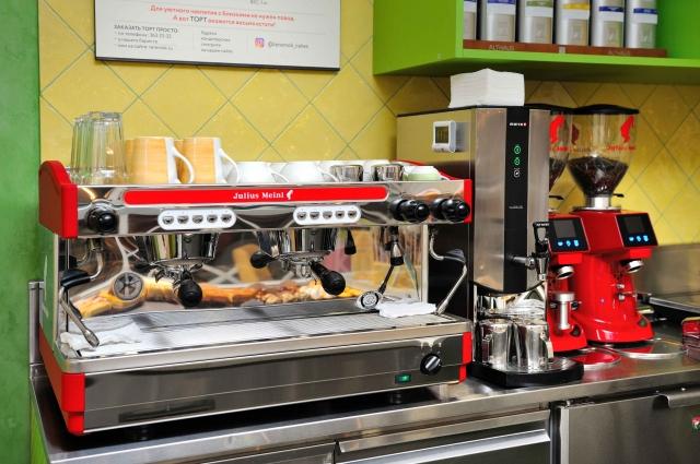 Суперавтоматические кофемашины готовят напитки из хорошей смеси зерен и рассчитаны на большой поток посетителей.