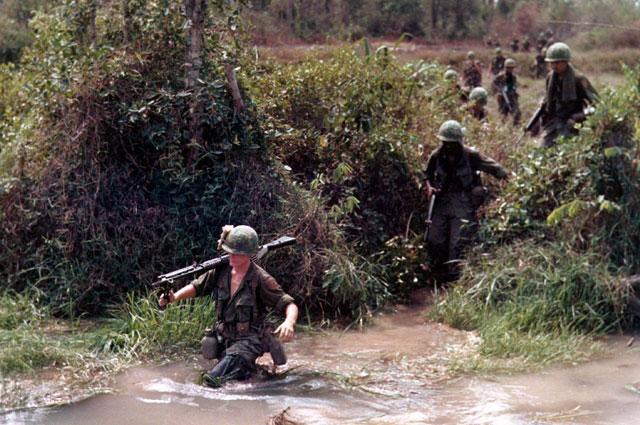 Солдаты 1-й пехотной дивизии США во Вьетнаме