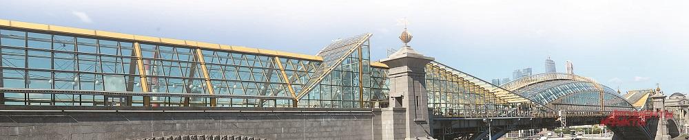 Известный передвижник - мост им. Богдана Хмельницкого - переехал к Киевскому вокзалу в 2000 г