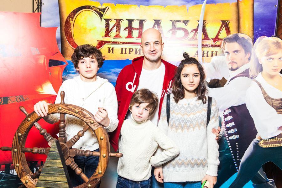 Егор Дружинин с семьёй.