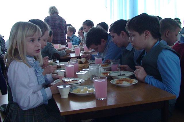 Обеды дали не всем школьникам.