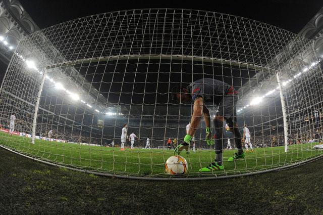 Вратарю москвичей Гильерме дважды пришлось вынимать мяч из сетки своих ворот.