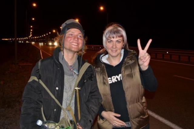 Местные жители рады встретить Сергея на пути.