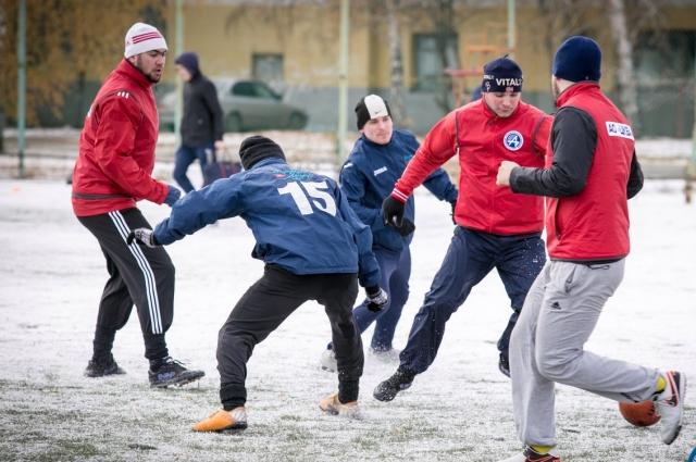 Соревнования по зимнему мини-футболу.