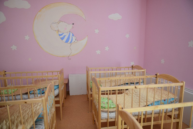 Губернатор Оценил оформление помещений нового детского сада.