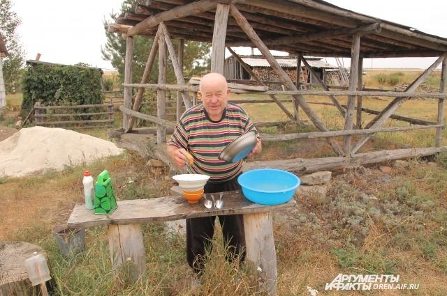 Евгений Михайлович еще до переезда в село сам стал заботиться о себе.