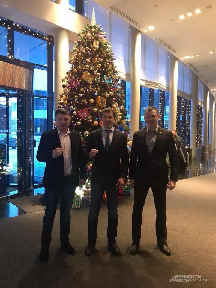 Андрей Гориславцев в центре, Егор Мехонцев - справа