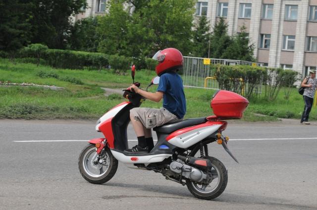 Скутер и мопед можно водить с 16 лет, получив права.
