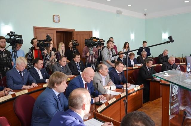 За отставку С.Арапова депутаты горсовета проголосовали единогласно.