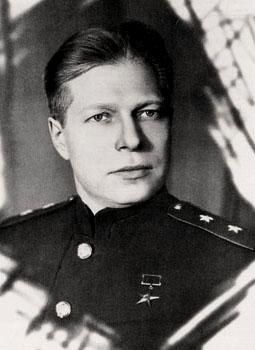 Генерал-лейтенант инженерно-артиллерийской службыДмитрий Устинов, 1944 год.