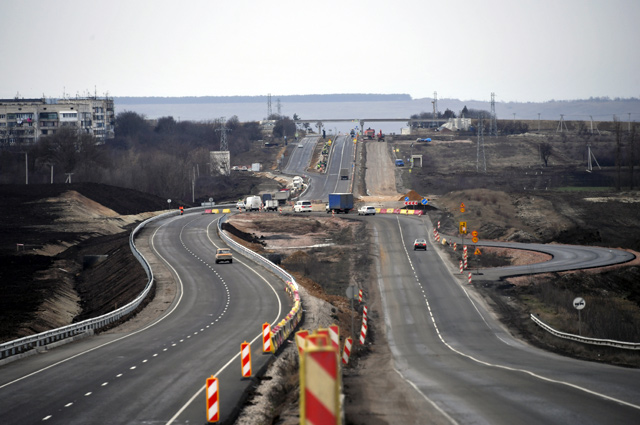 Транспортная развязка трассы «Таврида» у села Трудовое на въезде в Симферополь. На дороги в Крыму только в 2018 г. выделили 3,19 млрд руб.