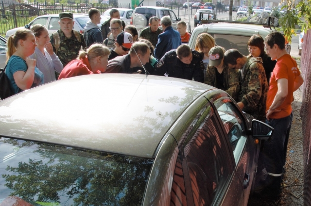 Перед началом поисков картографы готовят специальные карты и раздают их волонтёрам.