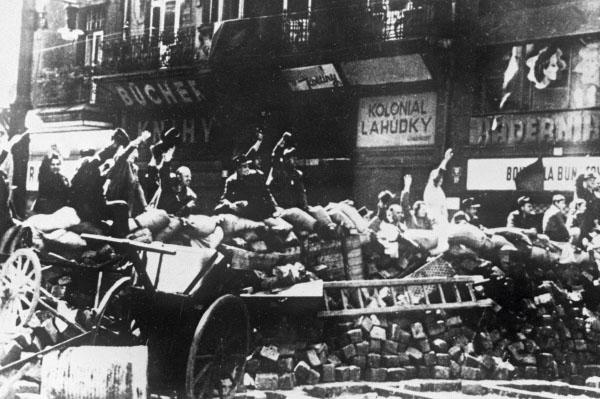 Баррикады на улицах восставшей Праги, 1945 год