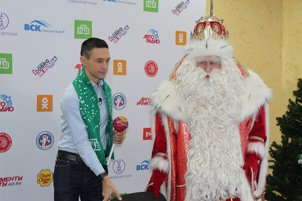 Правой рукой волшебника раз стал телеведущий телеканала НТВ и уроженец Южного Урала Сергей Малозёмов.