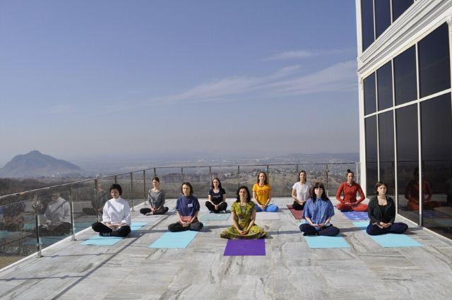 Олеся обучалась йоге на семинаре в Тунисе.