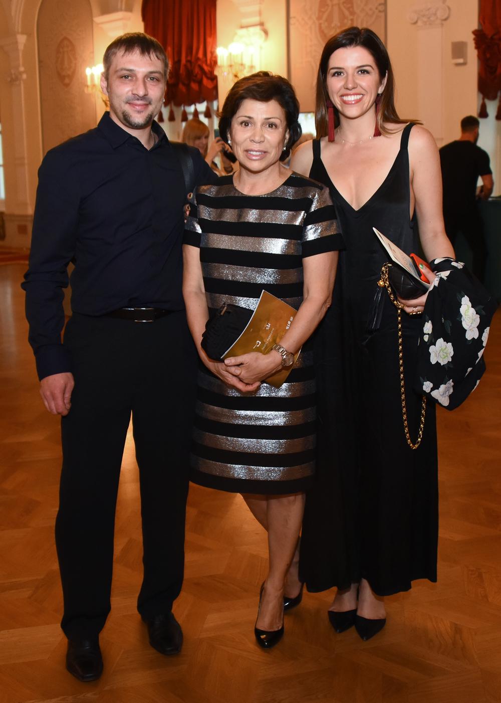 Ирина Роднина с сыном Александром Зайцевым и дочерью Аленой Миньковской, 2017 г.