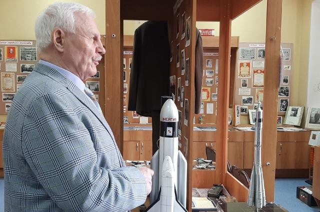 Юрий Фёдорович может многое рассказать о космосе.