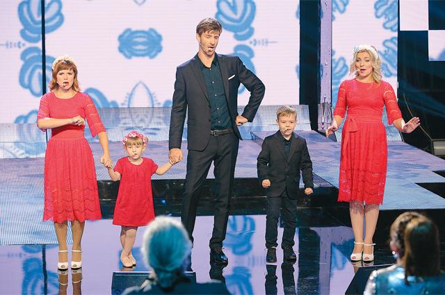 Семья Пивненко: Александр и Наталья (справа) познакомились, исполняя дуэтом Вечную любовь, а через полтора года обвенчались. Марта (слева) - троюродная сестра Александра