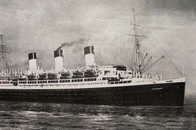 перед капитуляцией Германии во Второй мировой войне, корабль был потоплен английскими бомбардировщиками.
