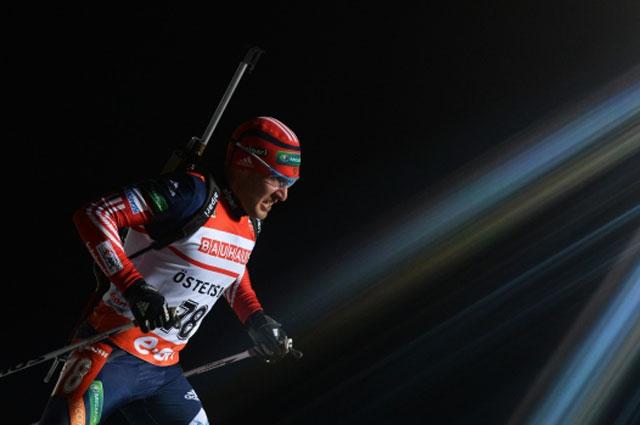 Биатлонист Евгений Гараничев в индивидуальной гонке на первом этапе Кубка мира по биатлону 2013/14 в шведском Эстерсунде