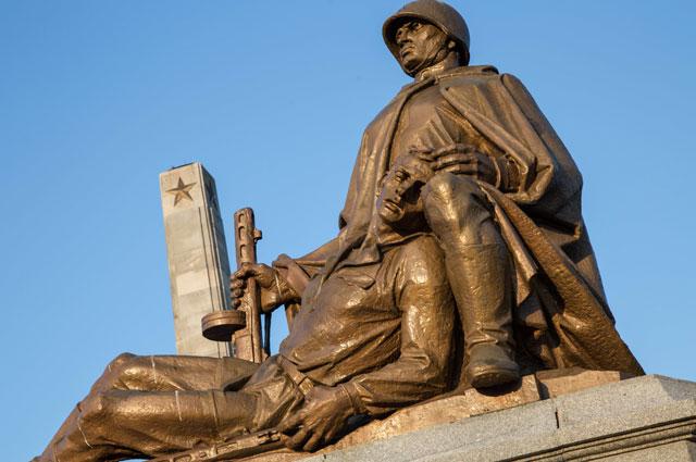 памятник советским солдатам в варшаве