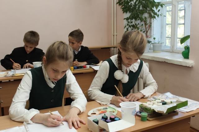 Когда-то каллиграфию изучали ученики начальной школы.