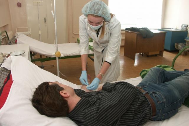 Пациентам приходится приносить свои лекарства.