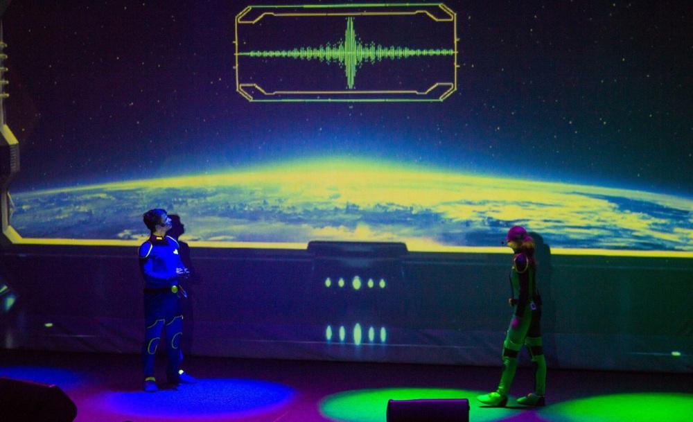 Зрители вместе с героями - отважными рейнджерами Астрой и Лео - совершат путешествие по планетам и космическому пространству.