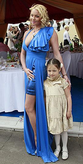 Балерина Анастасия Волочкова с дочерью Ариадной. 2012 год