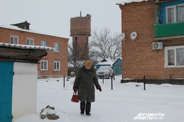 Старую водопроводную башню заменила котельная, но это не улучшило жизнь селян.