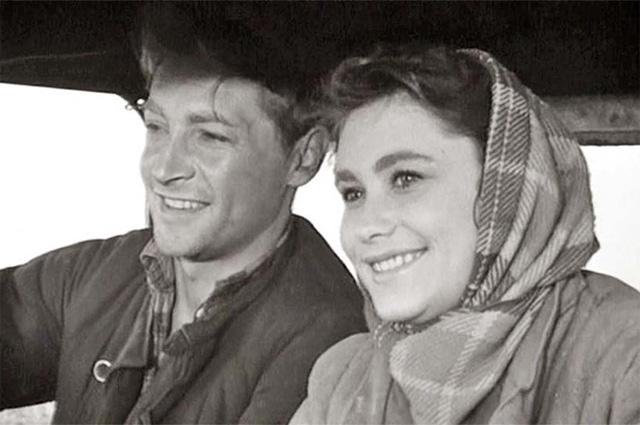 Вячеслав Тихонов и Майя Менглет в фильме «Дело было в Пенькове», 1958 год