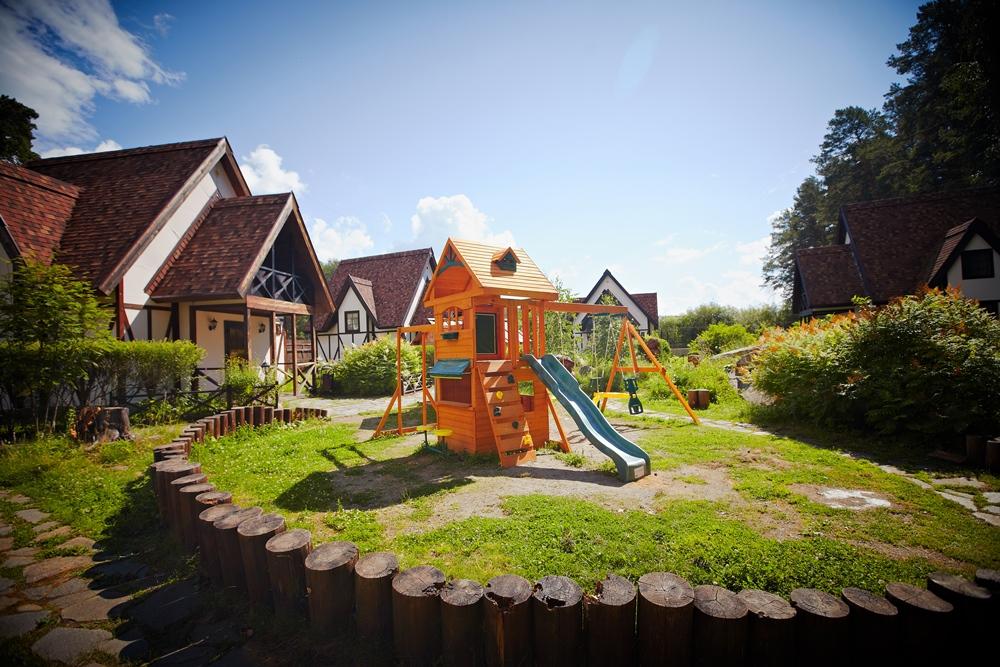 В ФонГраде есть всё необходимое для семейного праздника - и мангальная зона, и детская площадка.