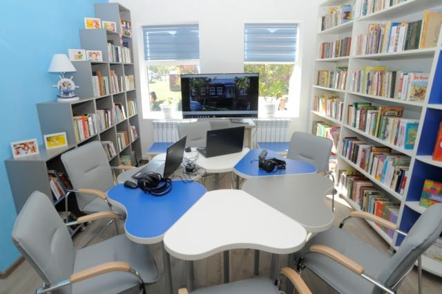 В модельной библиотеке можно не только читать, но и путешествовать...