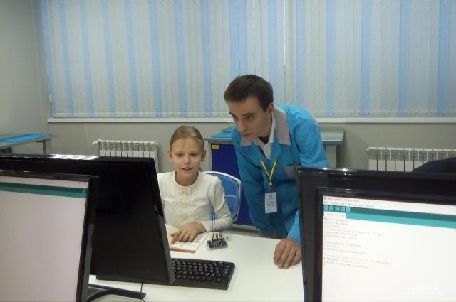 Наставники, которые работают с детьми в технопарке, прошли необходимую подготовку по программам повышения квалификации в Сколково.