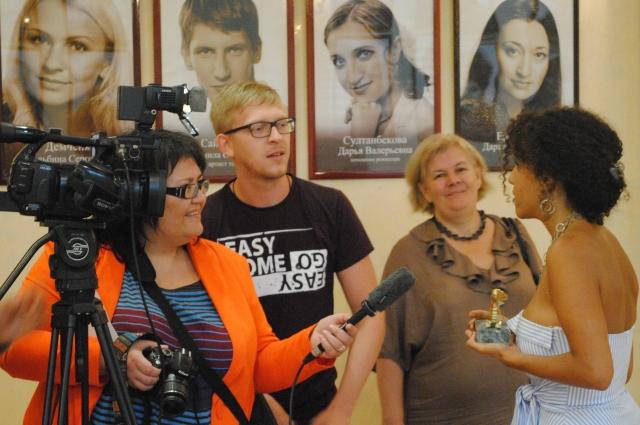 Во время записи интервью с участником кинофестиваля