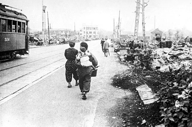 Токио после бомбежки. Бомбардировка была проведена Военно-воздушными силами США 10 марта 1945 года.